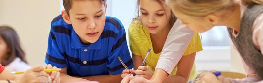 Alunos CCAA aprendendo inglês em sala de aula